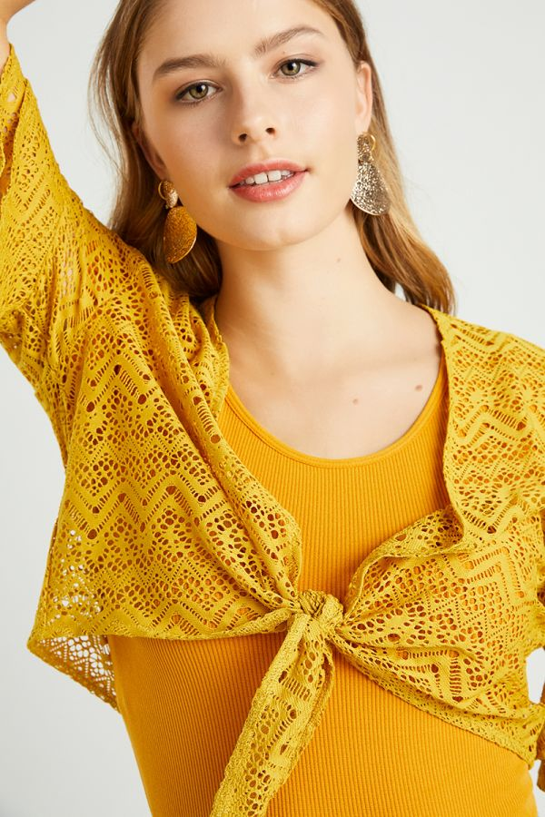 TIE FRONT EYELET CARDIGAN (323593)