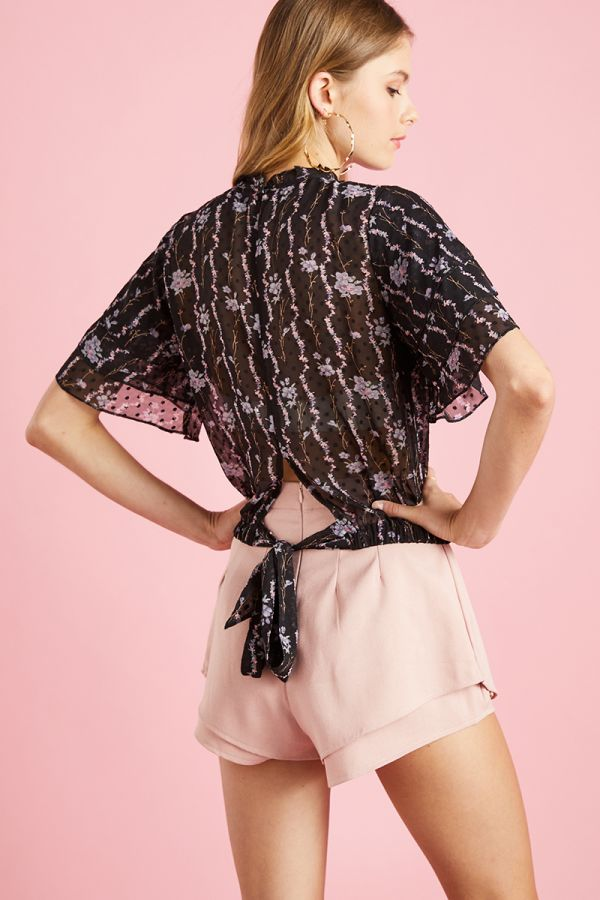 TEXTURED WING SLEEVE TOP  (324518)