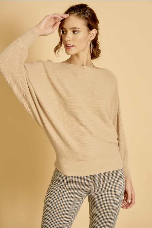 LOOSE FITTING KNIT TOP  (324919)