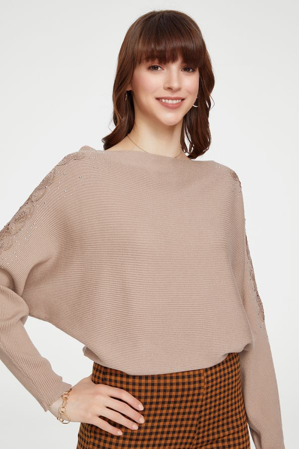 EMBELLISHED KNIT TOP (325111)