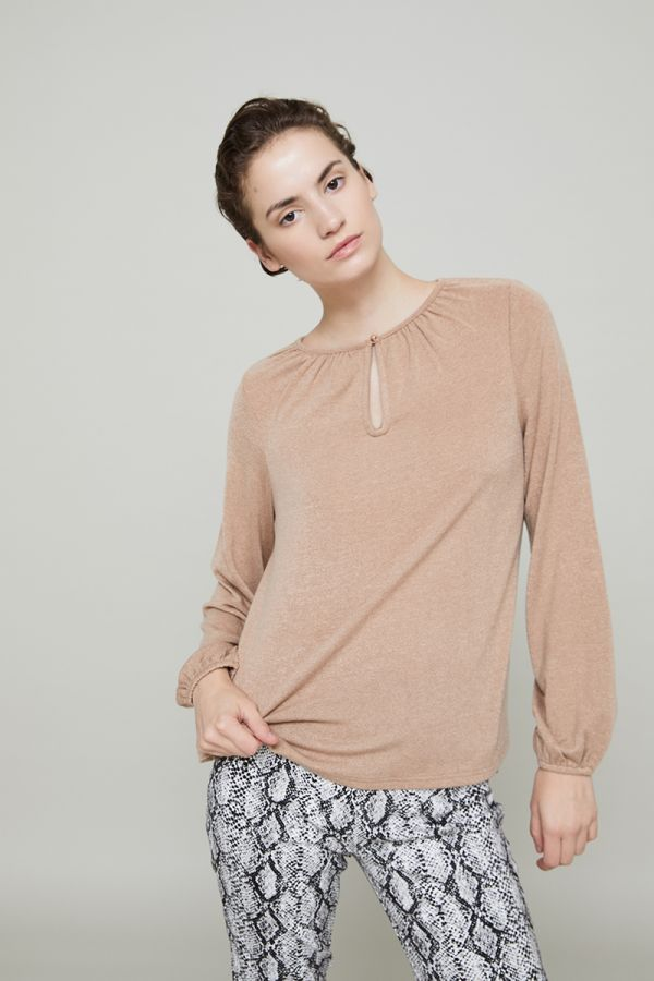ISABEL KEYHOLE BUTTON TOP